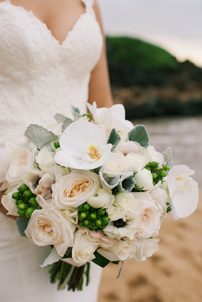 tropical-luxurious-wedding-white-green-hues-06.