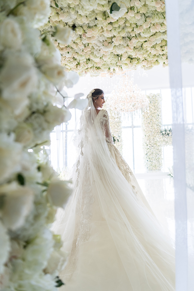 luxurious-blooming-wedding-white-hues_08