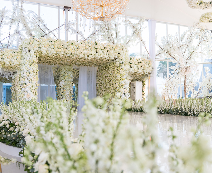 luxurious-blooming-wedding-white-hues_10