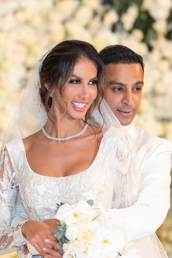 Luxurious blooming wedding in white hues | Janaina & Imran