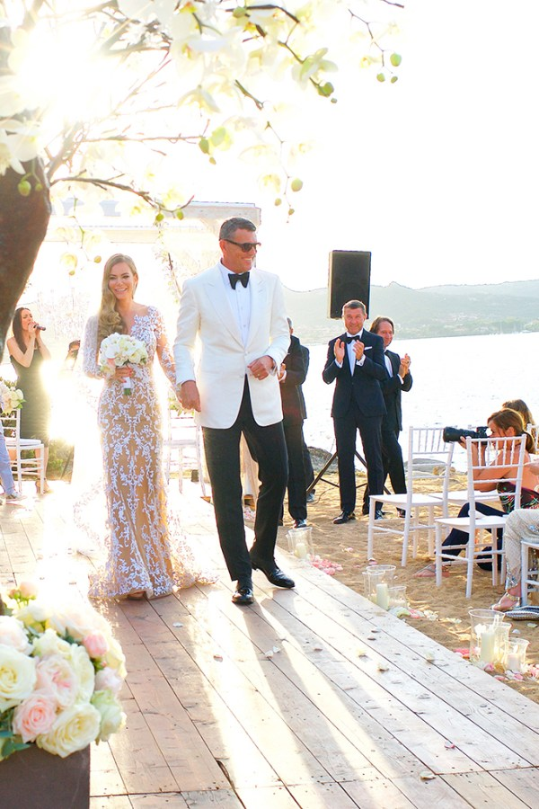 Luxurious gold and white wedding in Sardinia