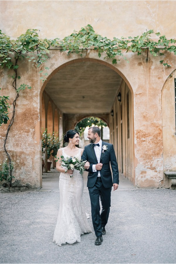 Romantic destination wedding in grey and dusty blue hues | Claudia & Roger